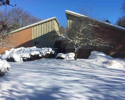 Washtenaw County Single Family Home Contingent - Financing: 984 Pratt Ridge Ct