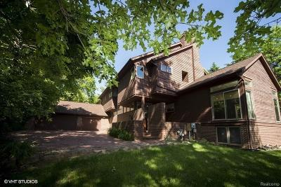 Ann Arbor Single Family Home For Sale: 835 Watershed Dr