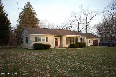 Hillsdale County Single Family Home For Sale: 122 Jermaine