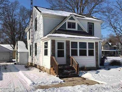 Single Family Home For Sale: 213 N Sophia St