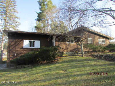 Hillsdale County Single Family Home For Sale: 2115 Ash-Te-Wette