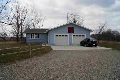 Hillsdale County Single Family Home For Sale: 8951 Cranberry Lake