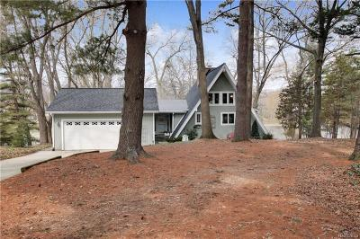 Single Family Home For Sale: 223 Pine Hill Lake Dr