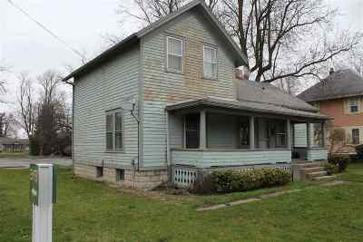 Single Family Home For Sale: 504 W Adrian