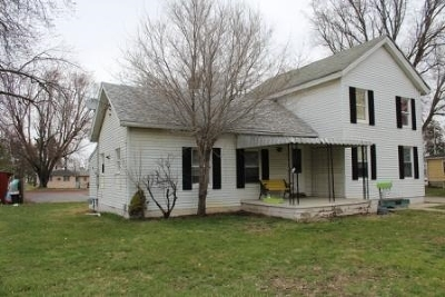 Single Family Home For Sale: 508 W Adrian