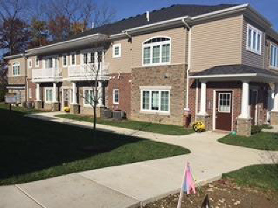 Washtenaw County Condo/Townhouse For Sale: 5590 Arbor Chase Dr
