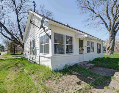 Grass Lake Single Family Home Contingent - Financing: 300 Brown St