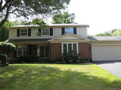Farmington Hill Single Family Home For Sale: 32362 Olde Franklin Dr