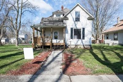 Single Family Home For Sale: 610 Pine St