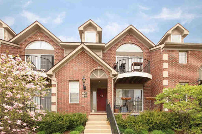 Washtenaw County Condo/Townhouse Contingent - Financing: 140 W Oakbrook Dr