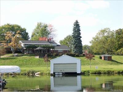 Single Family Home For Sale: 2485 N Lake Angelus