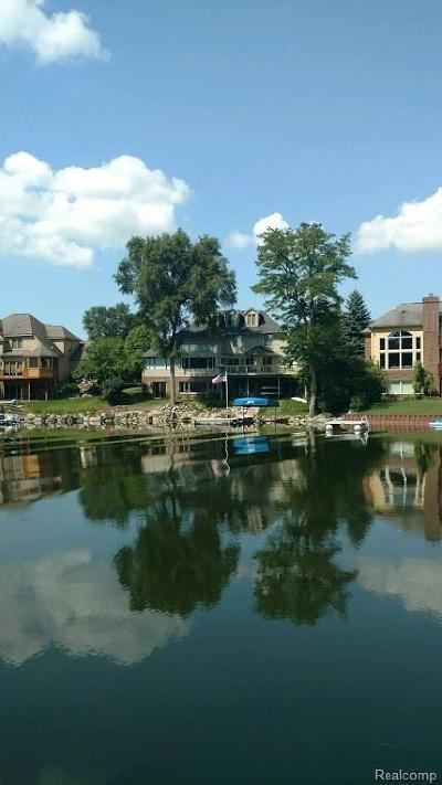 Single Family Home For Sale: 3558 Lakeshore Dr