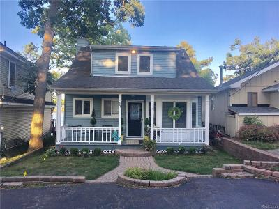 Lake Orion Single Family Home For Sale: 805 Pine Tree Rd W