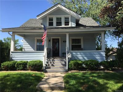 Plymouth Single Family Home For Sale: 686 Maple St