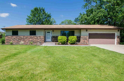 Washtenaw County Single Family Home Contingent - Financing: 126 S Clubview Dr