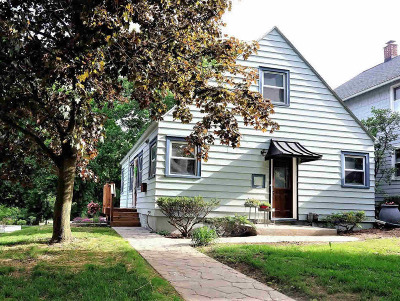 Washtenaw County Single Family Home For Sale: 400 Montgomery Ave
