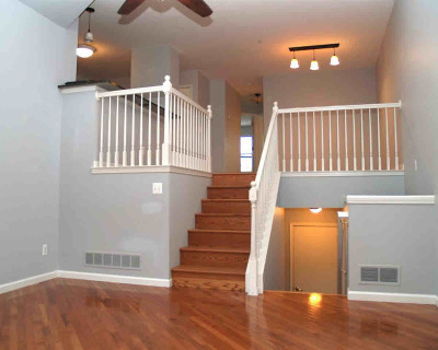 Ann Arbor Condo/Townhouse For Sale: 2805 Barclay Way