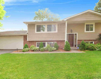 Washtenaw County Single Family Home Contingent - Financing: 3635 Maple Dr