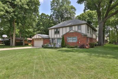 Livonia Single Family Home For Sale: 15596 Hidden Ln