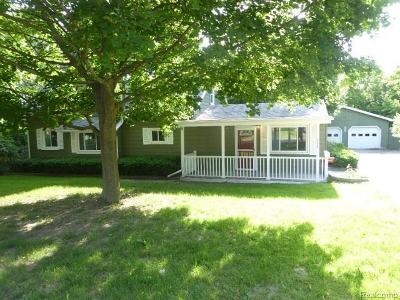 Lansing Single Family Home For Sale: 3230 S Deerfield Ave