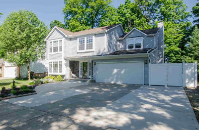 Washtenaw County Single Family Home Contingent - Financing: 7997 Lake Crest Dr