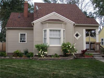 Lansing Single Family Home For Sale: 922 Cawood St
