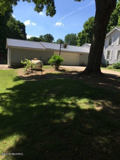 Single Family Home For Sale: 8661 Condit Rd