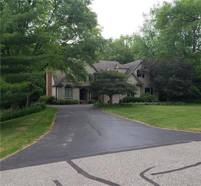 Single Family Home For Sale: 7070 Hickory Hollow Cir