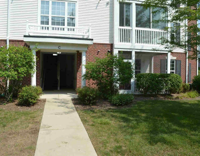 Ann Arbor Condo/Townhouse For Sale: 921 E Summerfield Glen Cir