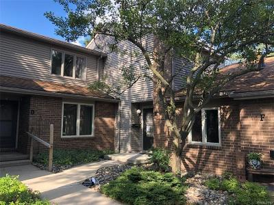 Lansing Condo/Townhouse For Sale: 1005 Grenoble Dr