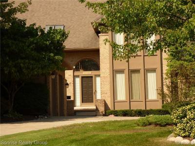 Farmington Hill Single Family Home For Sale: 28835 Hidden Trl