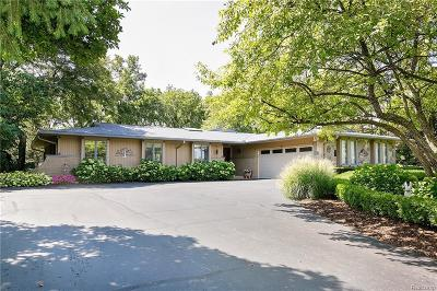 Plymouth Single Family Home For Sale: 12859 Beacon Hill Dr
