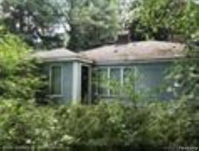 Farmington Hill Single Family Home For Sale: 31707 Alameda St