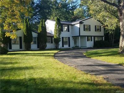 Southfield Single Family Home For Sale: 22531 Lake Ravines Dr