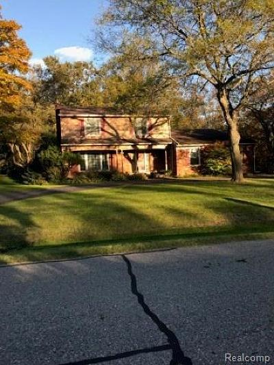 Farmington Hill Single Family Home For Sale: 23730 E Newell Cir
