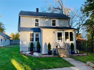 Lake Orion Single Family Home For Sale: 79 Smith Crt