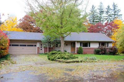 Jonesville Single Family Home For Sale: 202 Hillcrest Ct