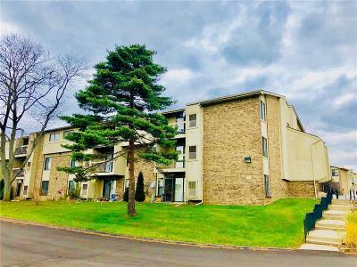 Farmington Hill Condo/Townhouse For Sale: 30445 W 14 Mile Rd