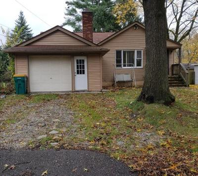 Wixom Single Family Home For Sale: 1894 Bruce