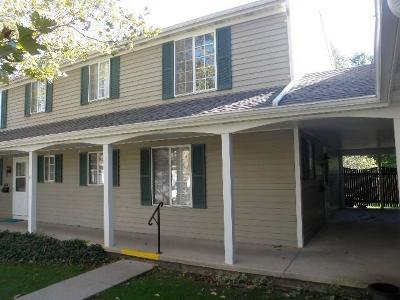 Lansing Condo/Townhouse For Sale: 1720 Peppertree Ln