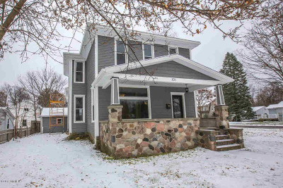 Hillsdale Single Family Home For Sale: 101 S Howell St