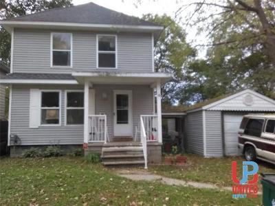Lansing Single Family Home For Sale: 1408 Pontiac St