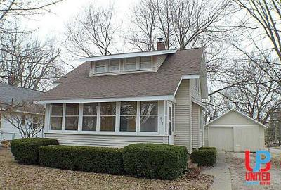 Lansing Single Family Home For Sale: 647 Cameo St