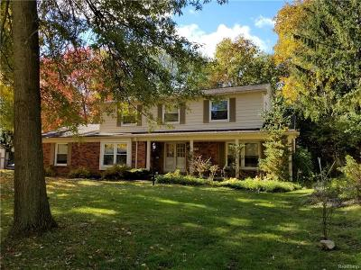 West Bloomfield Single Family Home For Sale: 6146 Pinecroft Dr