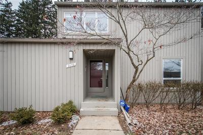 Washtenaw County Condo/Townhouse For Sale: 2170 Overlook Crt