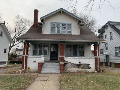 Single Family Home For Sale: 225 Eason St