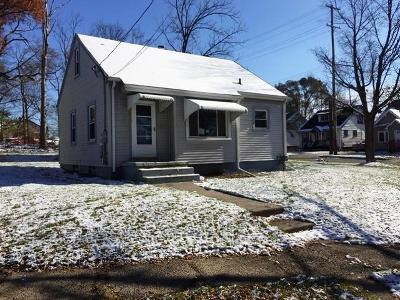 Single Family Home For Sale: 929 Nipp Ave