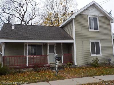 Single Family Home For Sale: 305 N Saginaw St