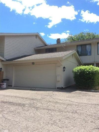 West Bloomfield Condo/Townhouse For Sale: 7447 Pebble Pnt