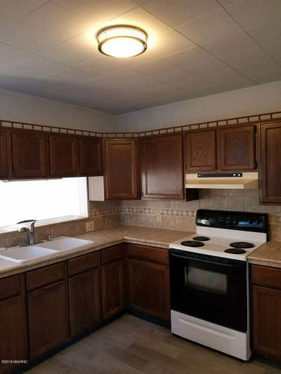 Hillsdale Single Family Home For Sale: 73 Rippon Ave